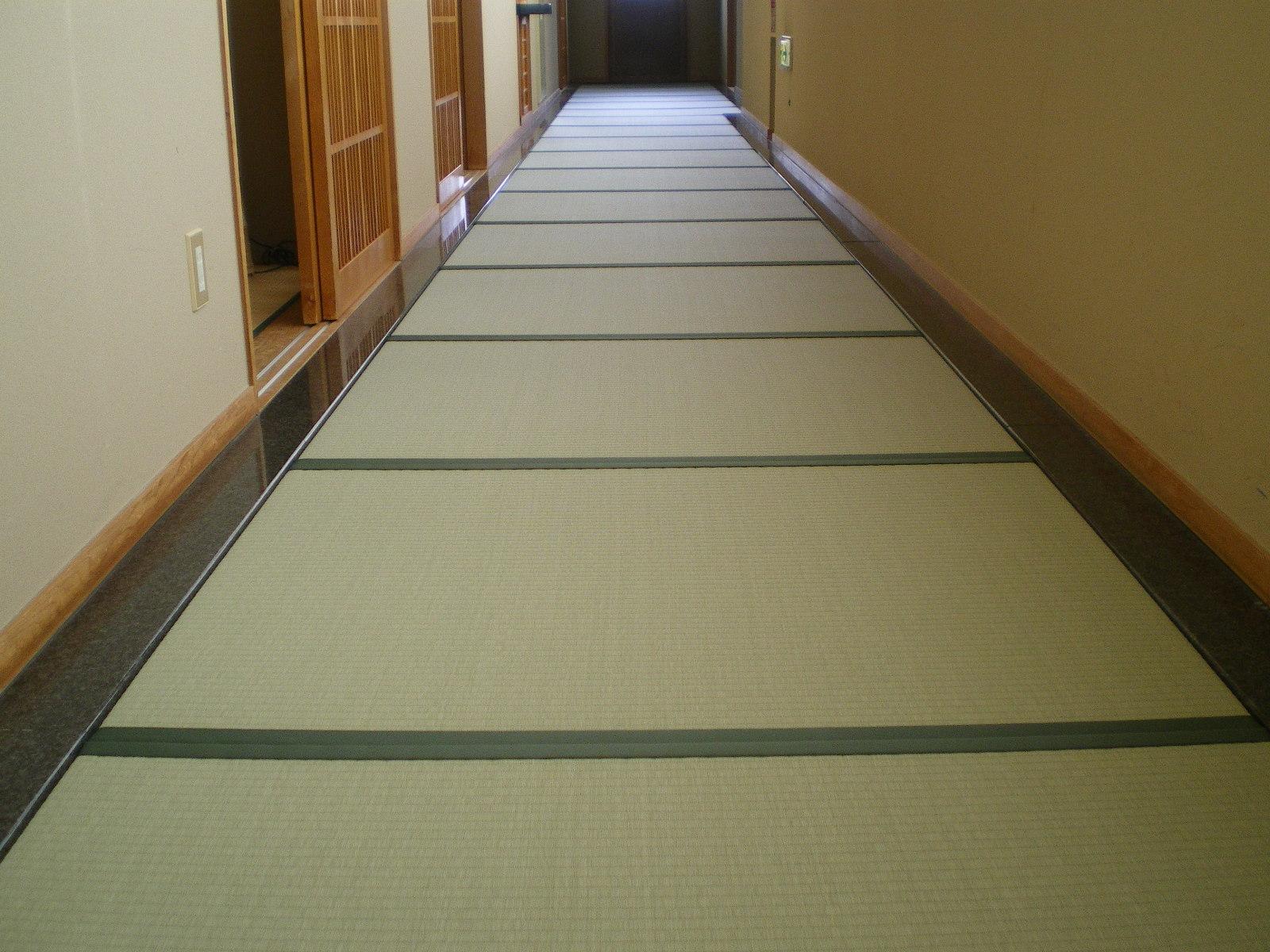 ホテル廊下に新畳(セキスイ美草グリーン)
